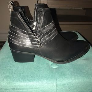 Diba Sklyer Black Booties